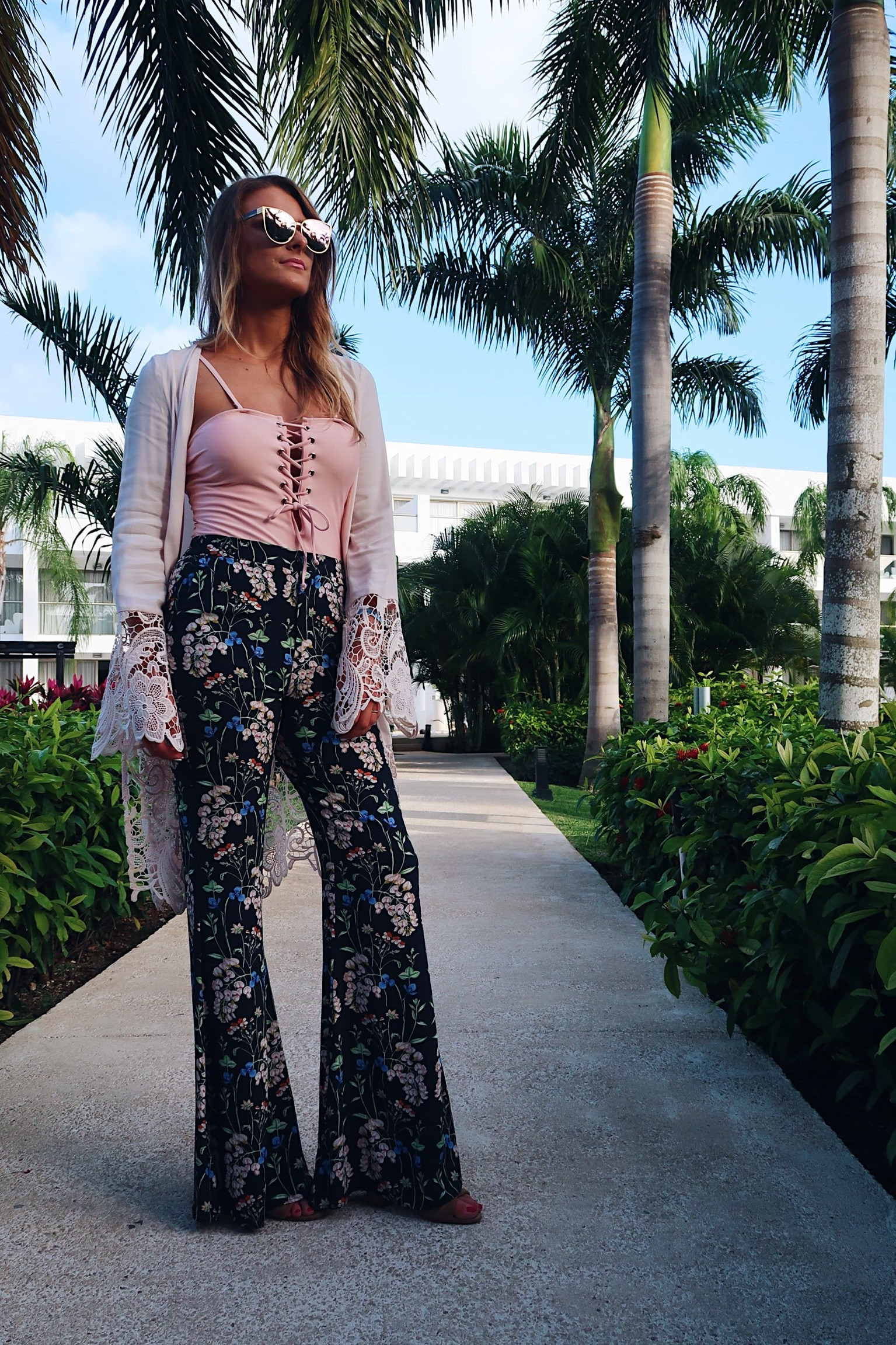 life with aco, Amanda conquer, floral pants, vacation outfit ideas