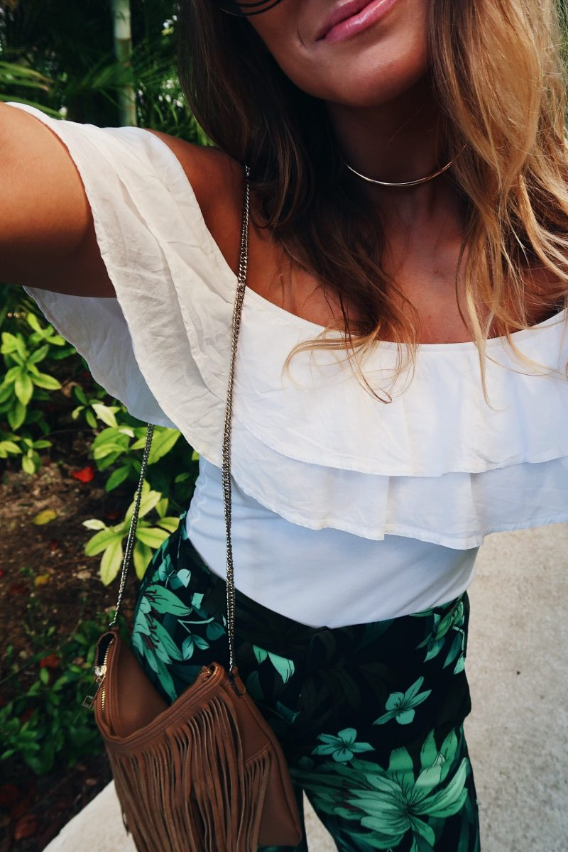 acolookdowns, life with aco, Amanda conquer, vacation style outfit, palm print pants, off shoulder top
