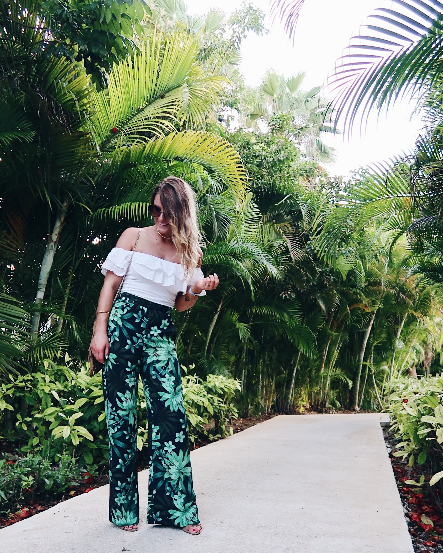 life with aco, Amanda conquer, vacation style outfit, palm print pants, off shoulder top