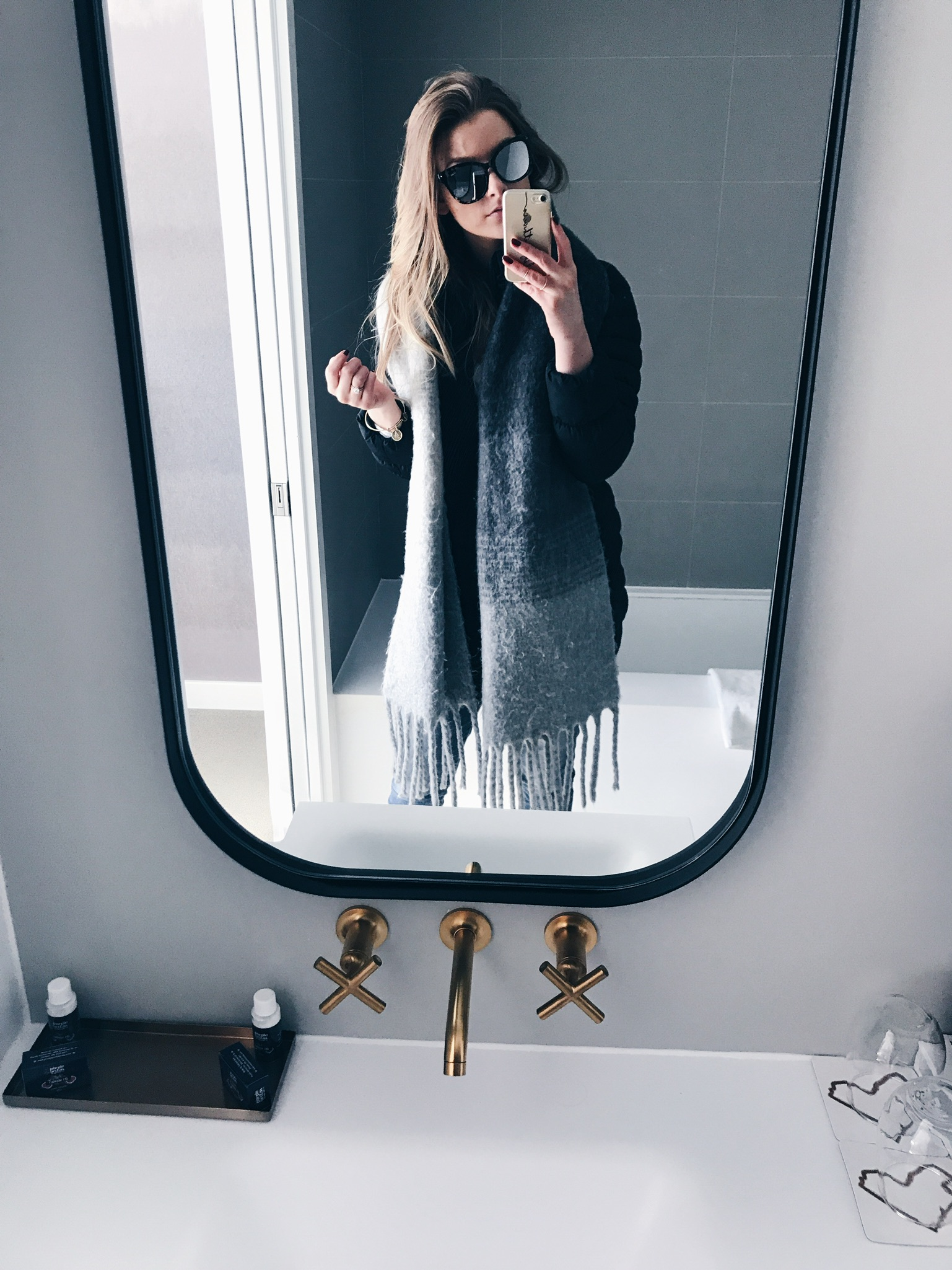 life with aco, mirror selfie, quay sunglasses, grey scarf