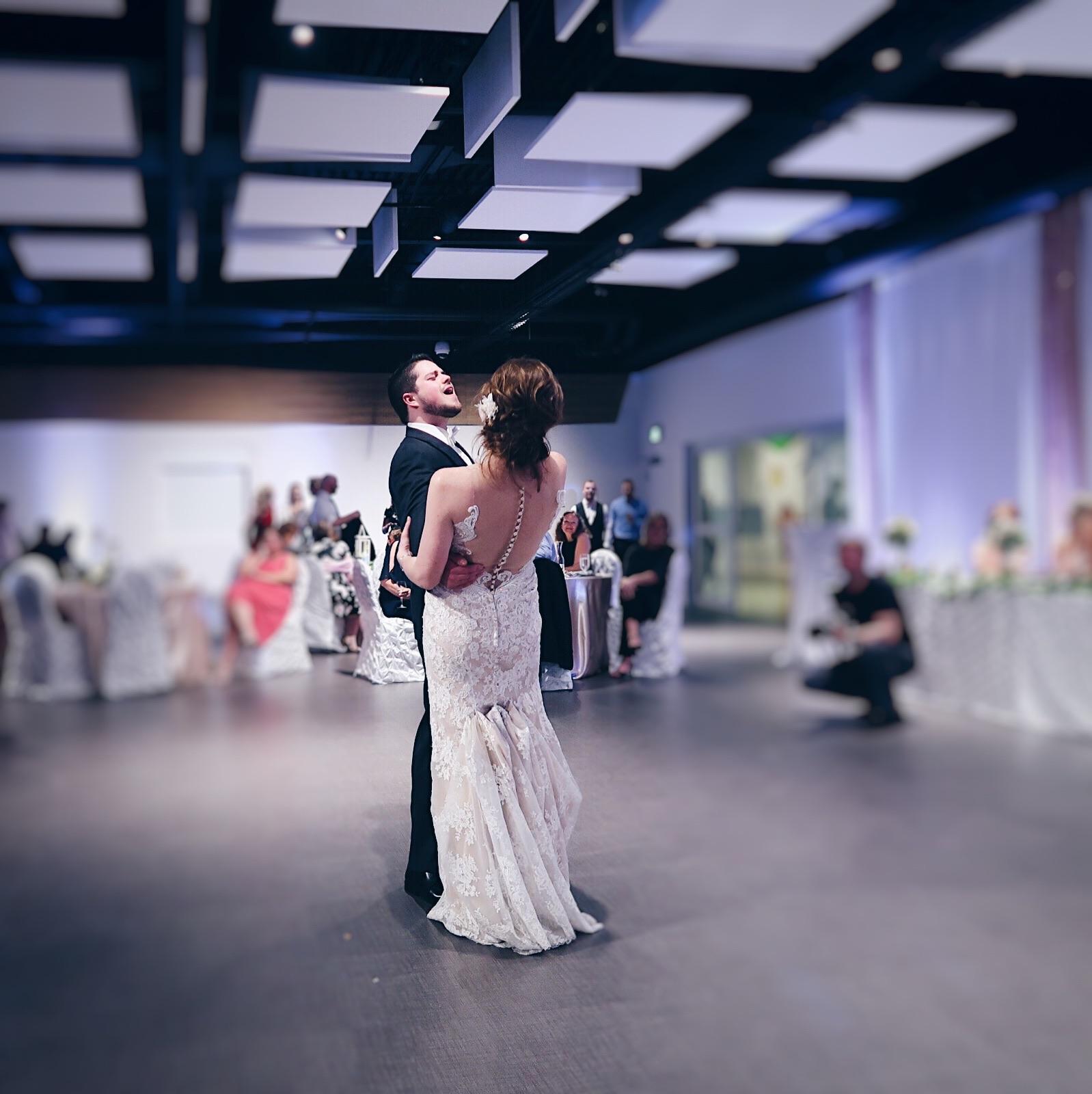 wedding dance, 2 people, bride and groom