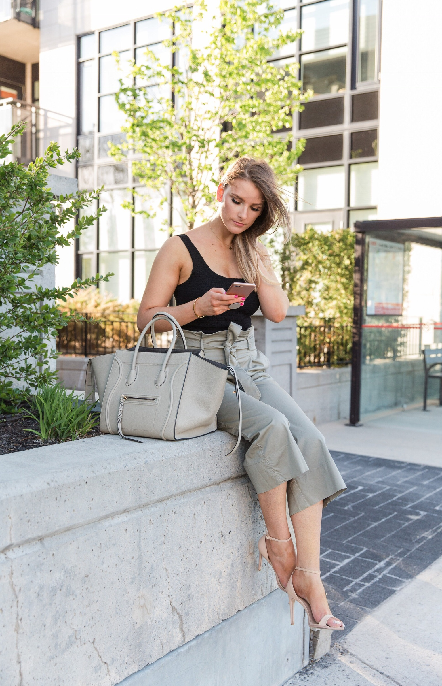 1 person, fashion blogger on phone