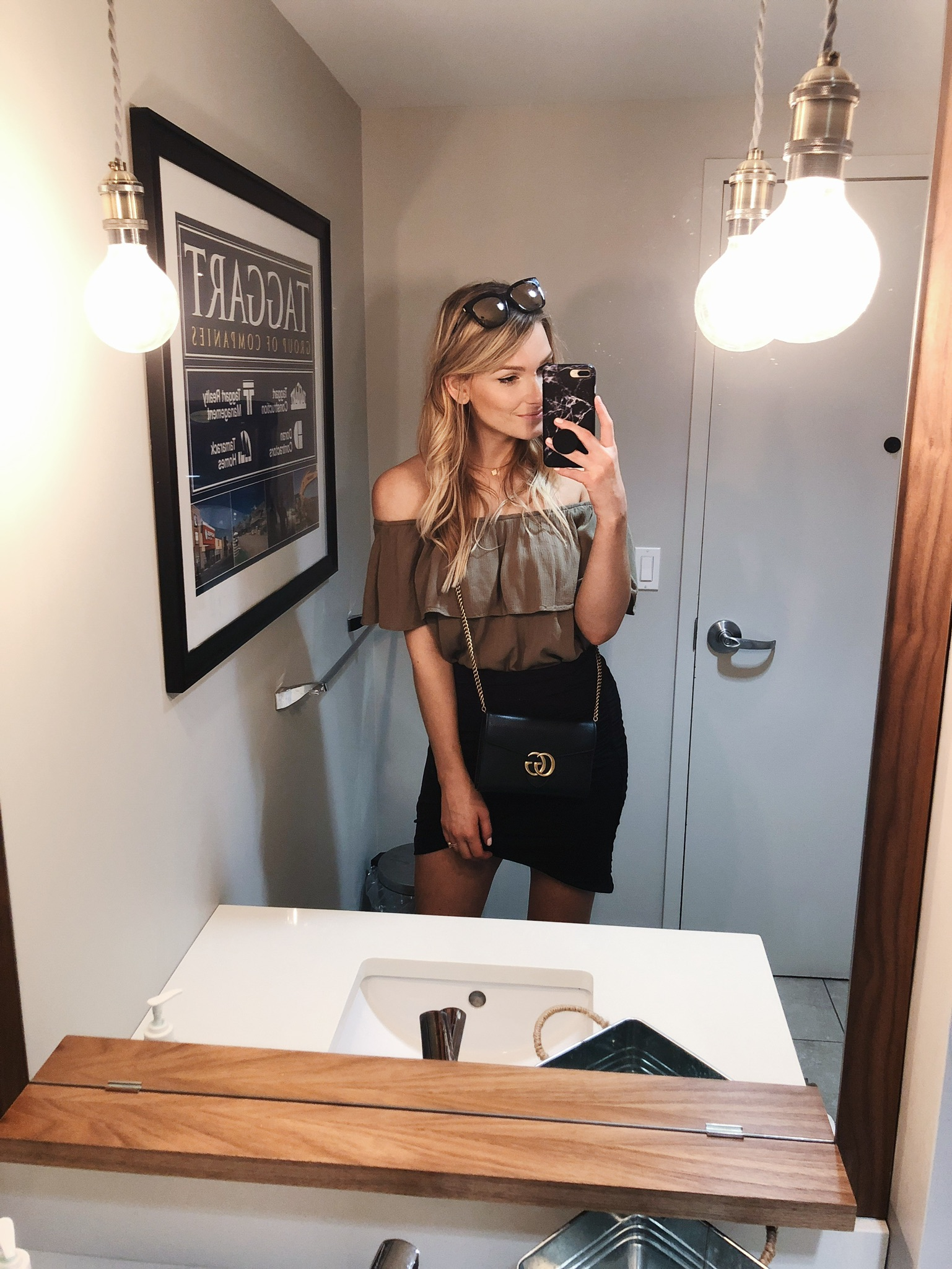 1 person, off shoulder top, blogger girl selfie