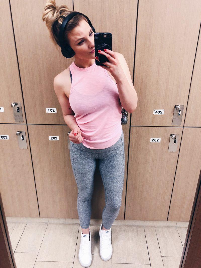 1 person, gym selfie in grey leggings