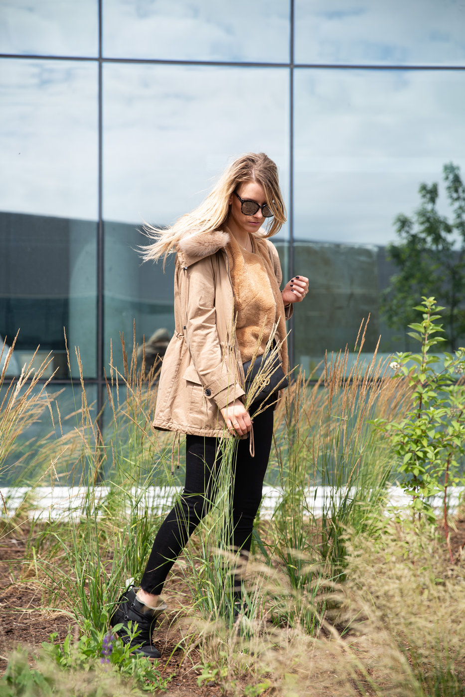 1 person, fashion blogger, anorak with fur collar