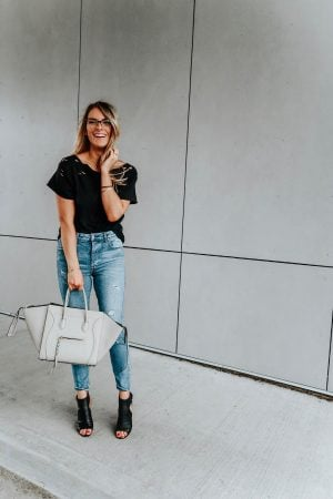 1 person, girl wearing glasses in jeans and a tee, blogger, clearly glasses