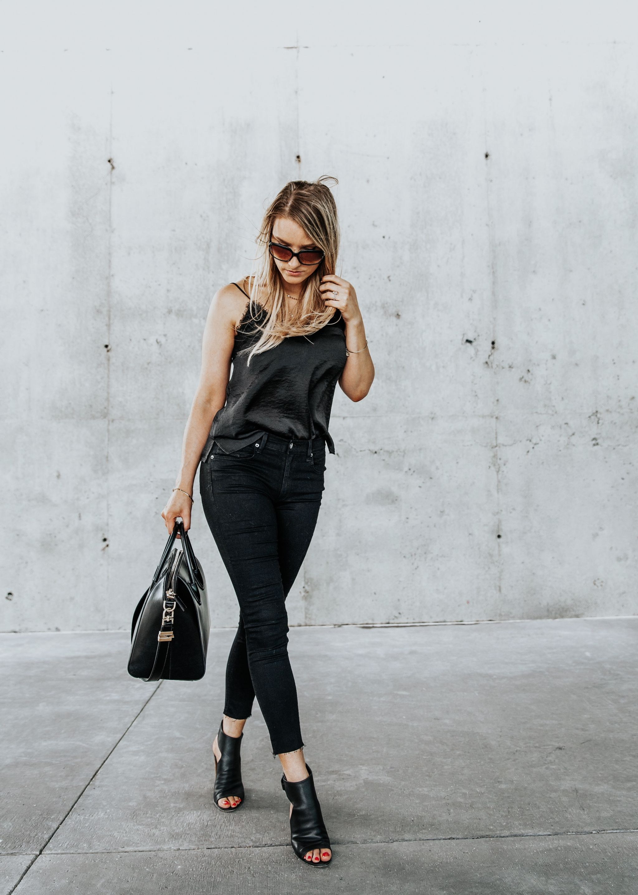 1 person, all black outfit fashion blogger