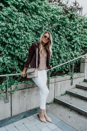 girl wearing white pants and flats, fall outfit inspo, 1 person