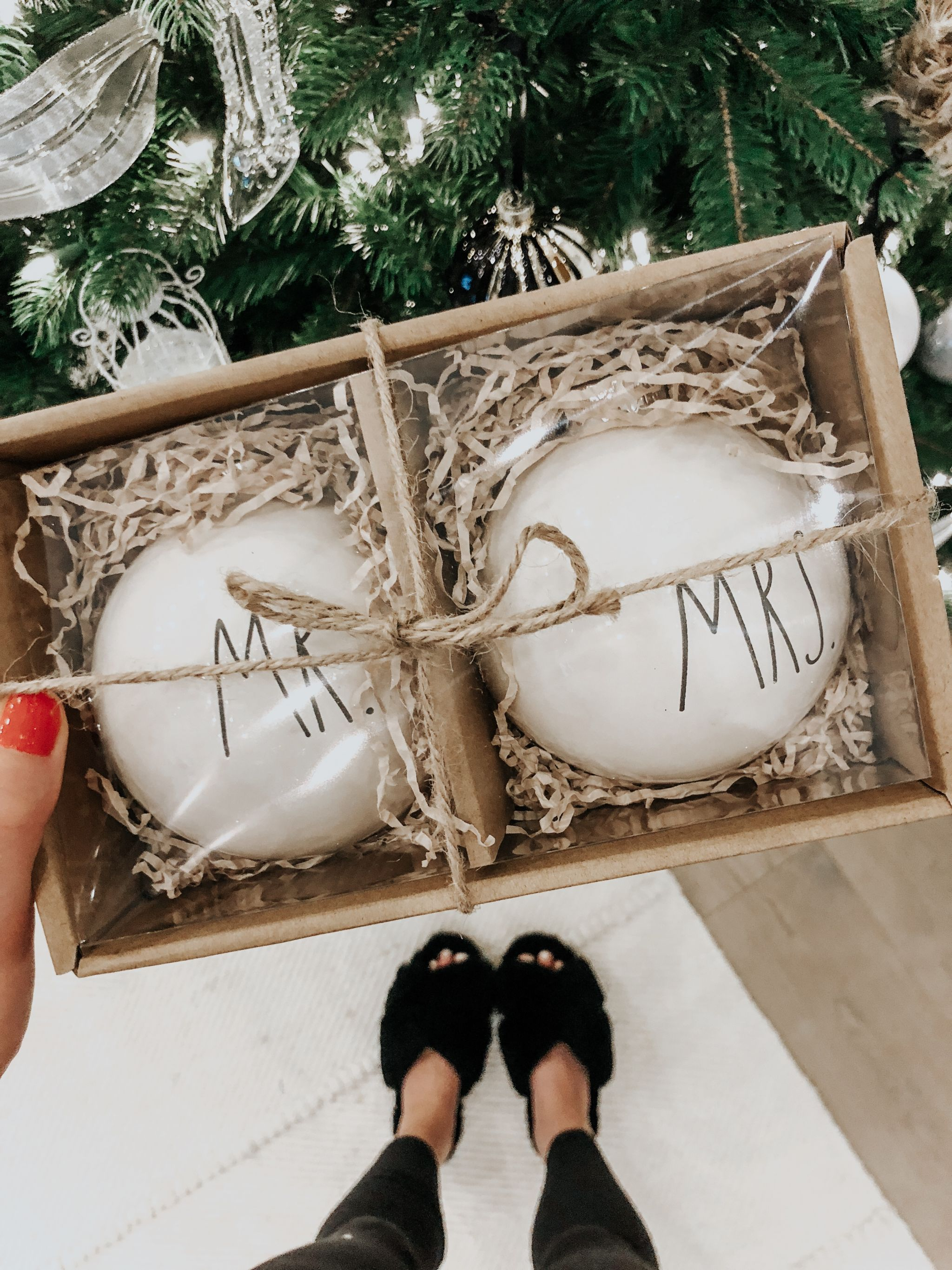 mr and mrs ornaments in box, cute slippers