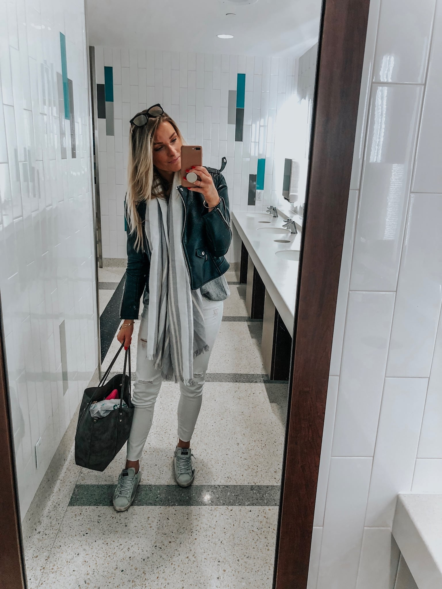 1 person, blogger airport travel style