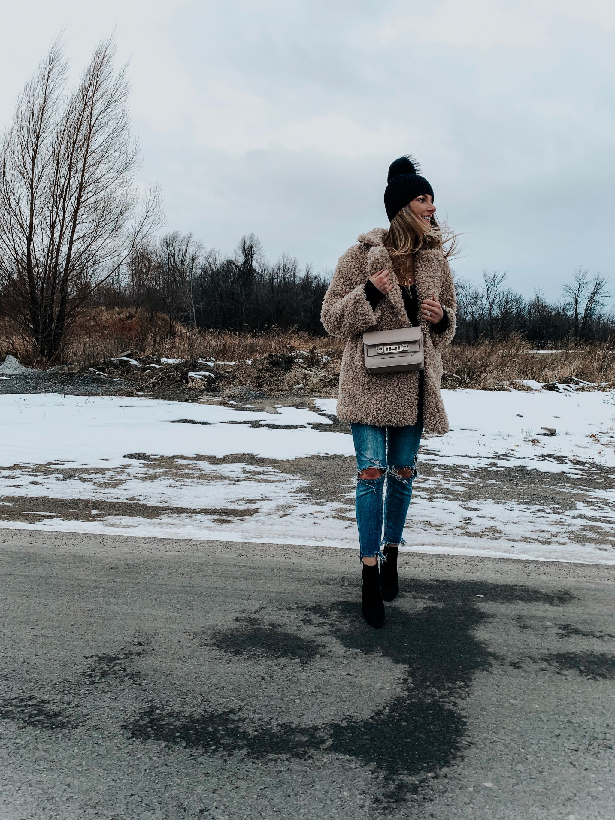 1 girl wearing fur jacket and jeans, cute winter outfit idea