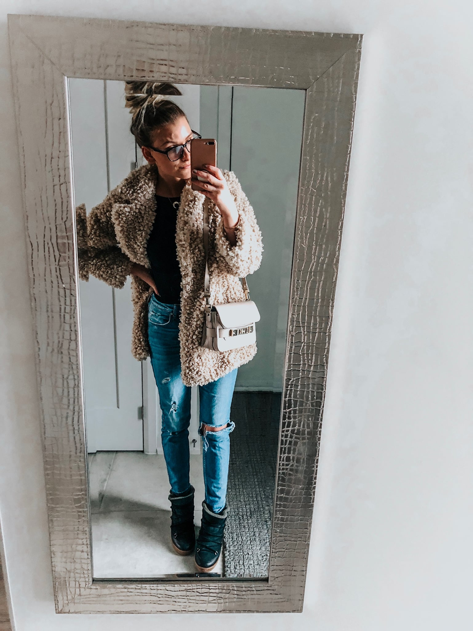 blogger wearing teddy coat and jeans
