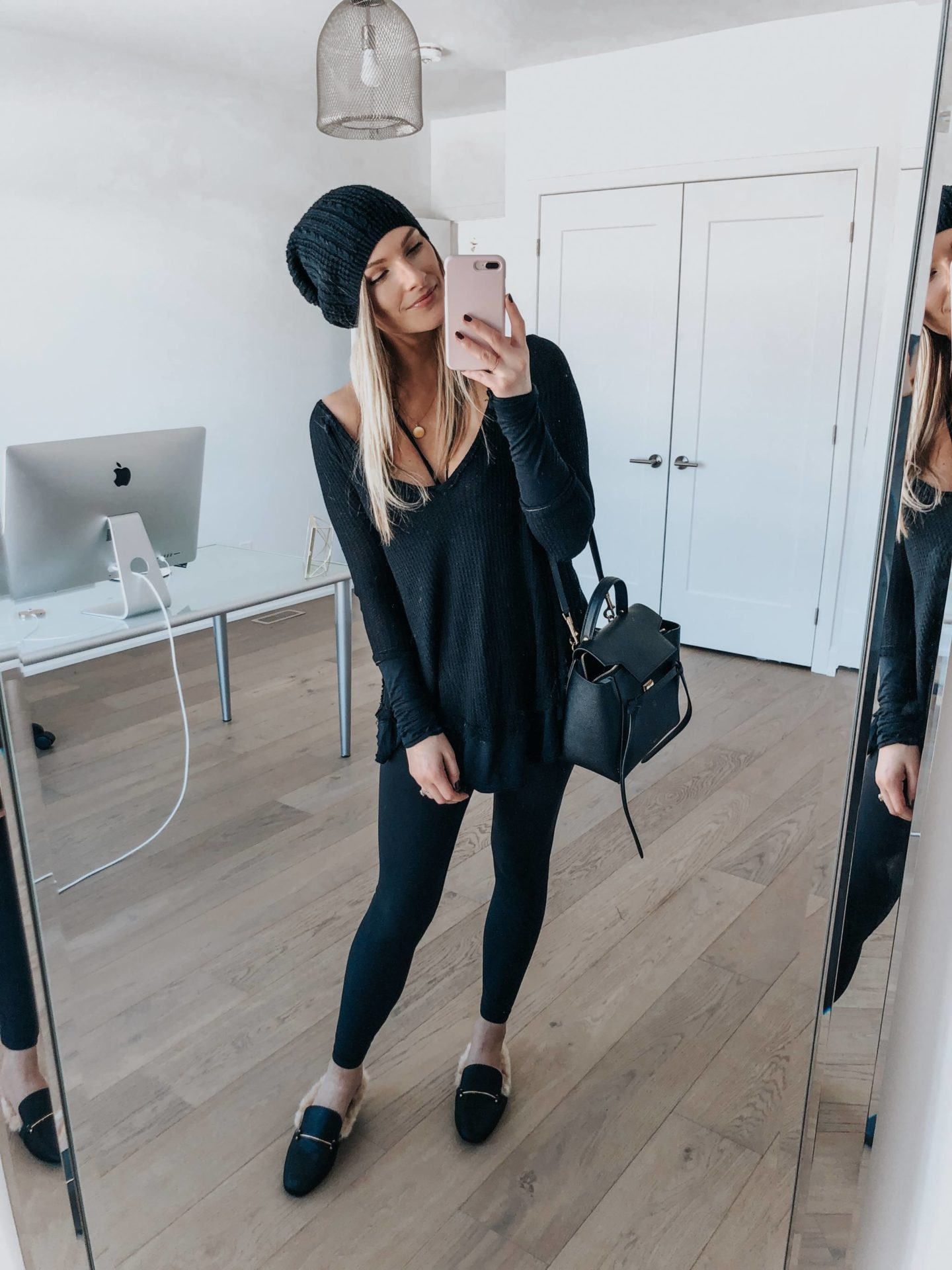 mirror selfie of fashion blogger wearing casual all black outfit