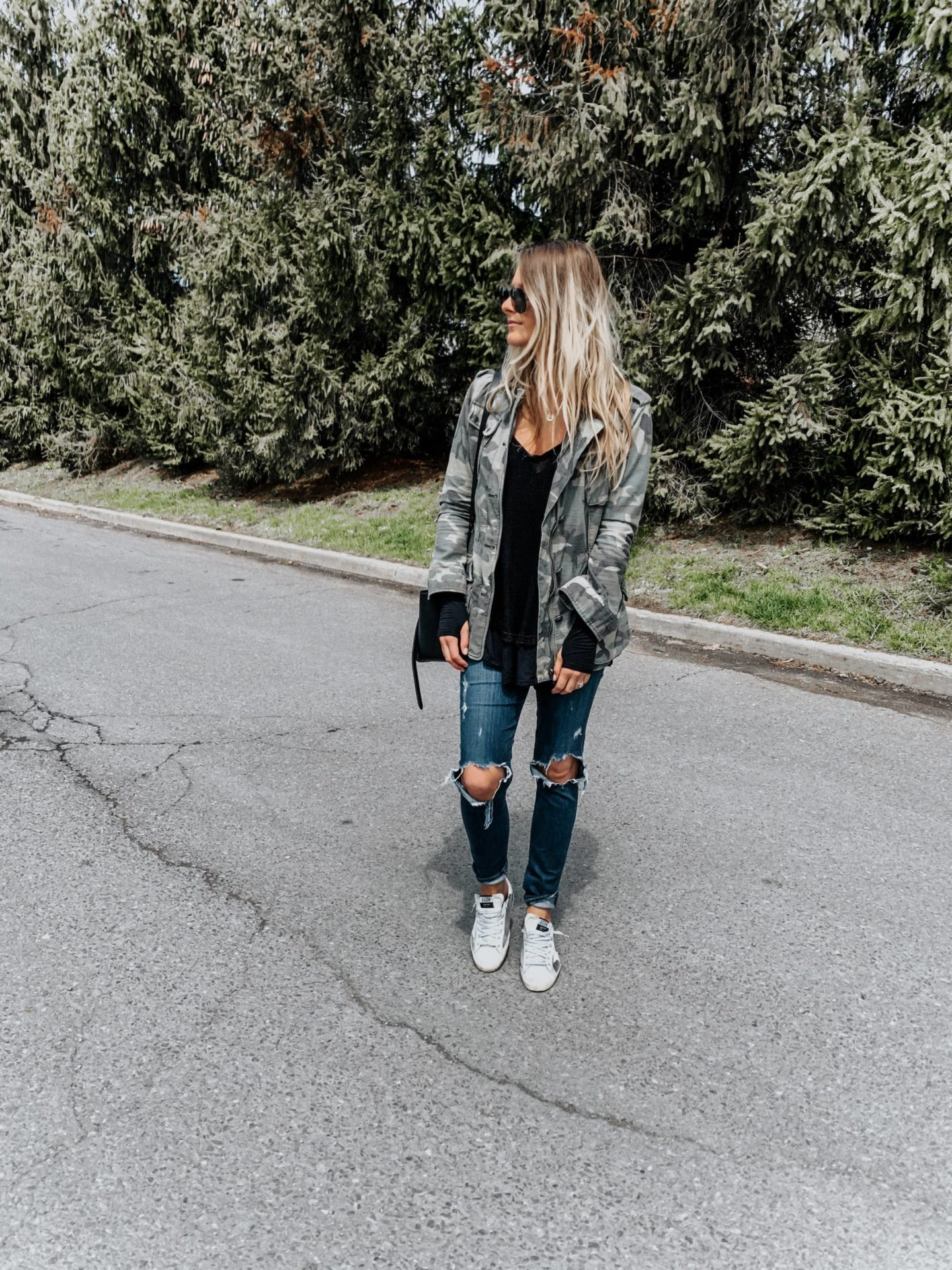 blonde girl wearing camo jacket and sneakers, casual outfit for brunch spring trends