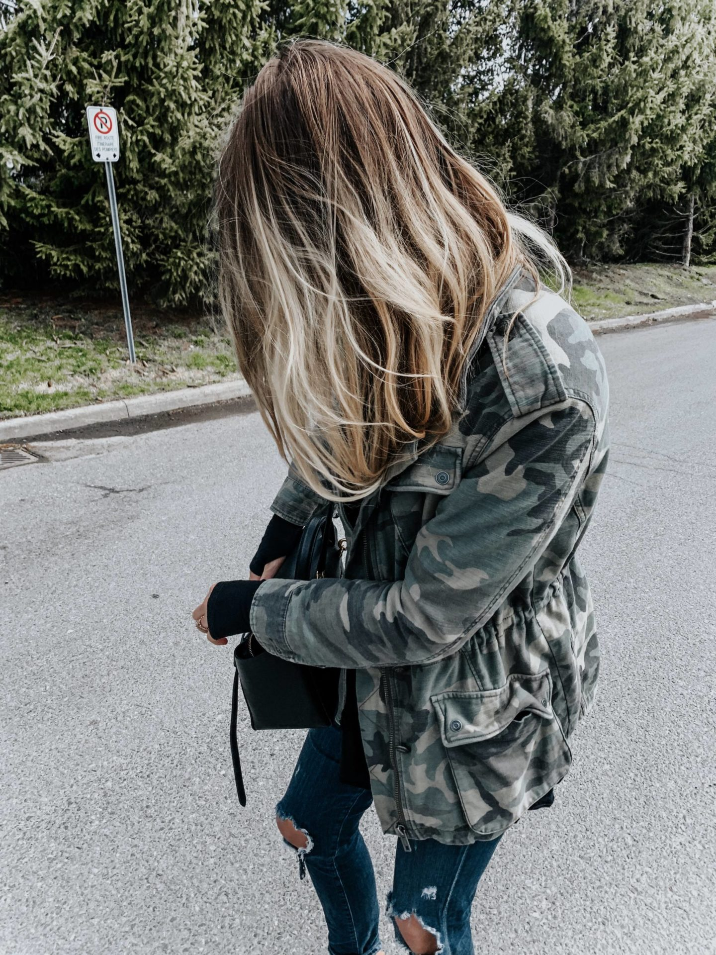 blonde girl wearing camo jacket and sneakers, casual outfit